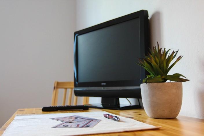 Flachbildschirm Hotel TV mit Schreibtisch