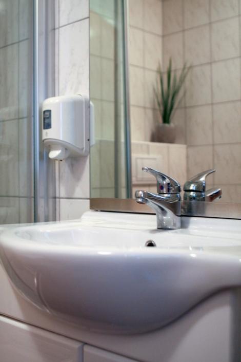 Jedes Zimmer ist mit Dusche und WC ausgestattet.